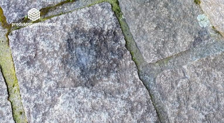 como-tirar-mancha-de-oleo-silicone-chao-granito-pedra
